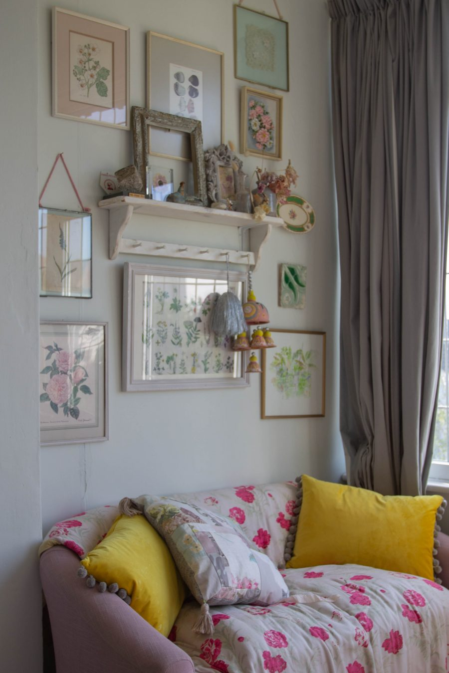 vintage inspired picture nook