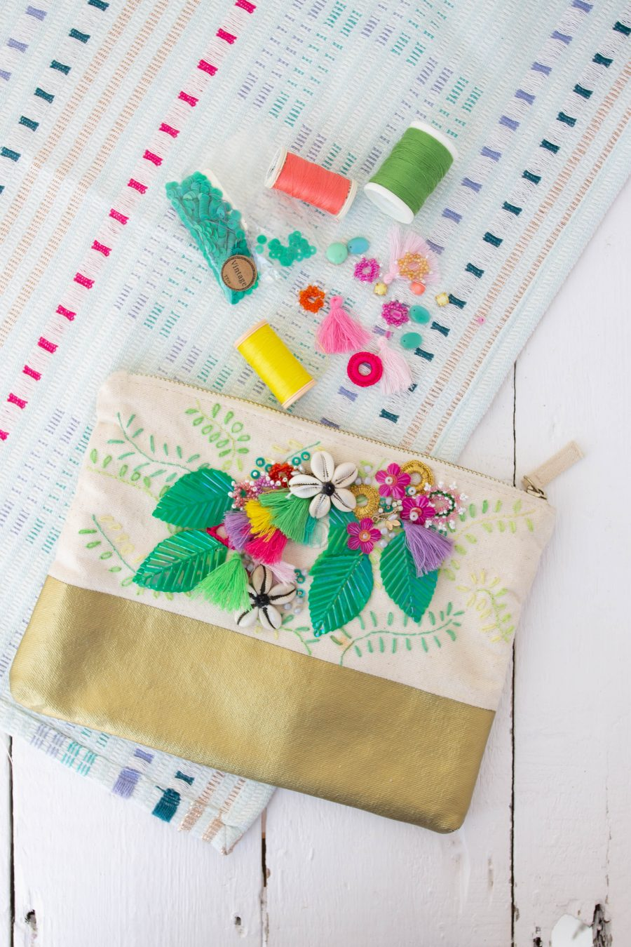 Summer_embroidered_purse